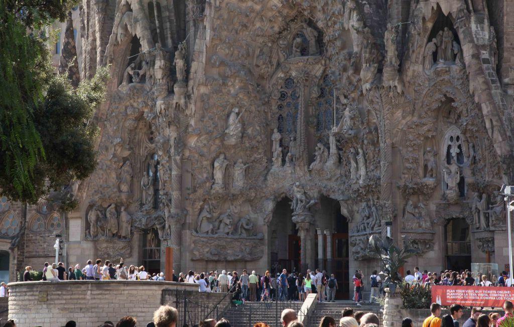 WP Barcelona Gaudi Sagrada Familia 03