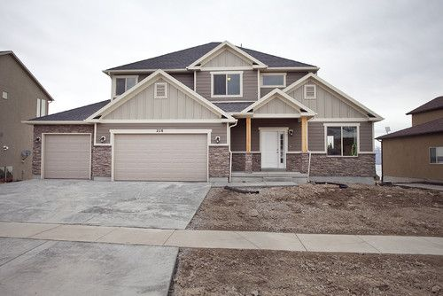 The Hardi Board On The Body Of The Home Is Timber Bark The Hardi Board Accents In The Gables Are Mo Lake Houses Exterior House Exterior Exterior House Siding