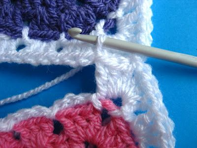 Technique :: Adding a chain round to granny squares & joining as you go -- good tutorial by Bunny Mummy, thanks so for share xox