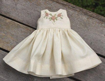Free pattern: Heirloom doll dress #dolldresspatterns