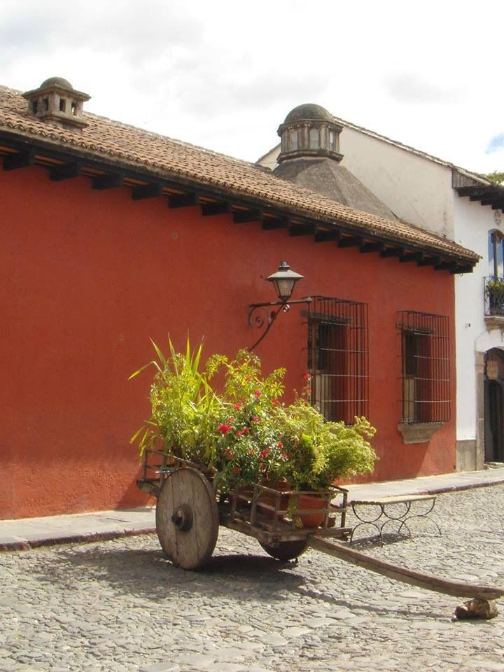 Carreta de flores en la antigua guatemala tierra linda for Carretas de madera para jardin