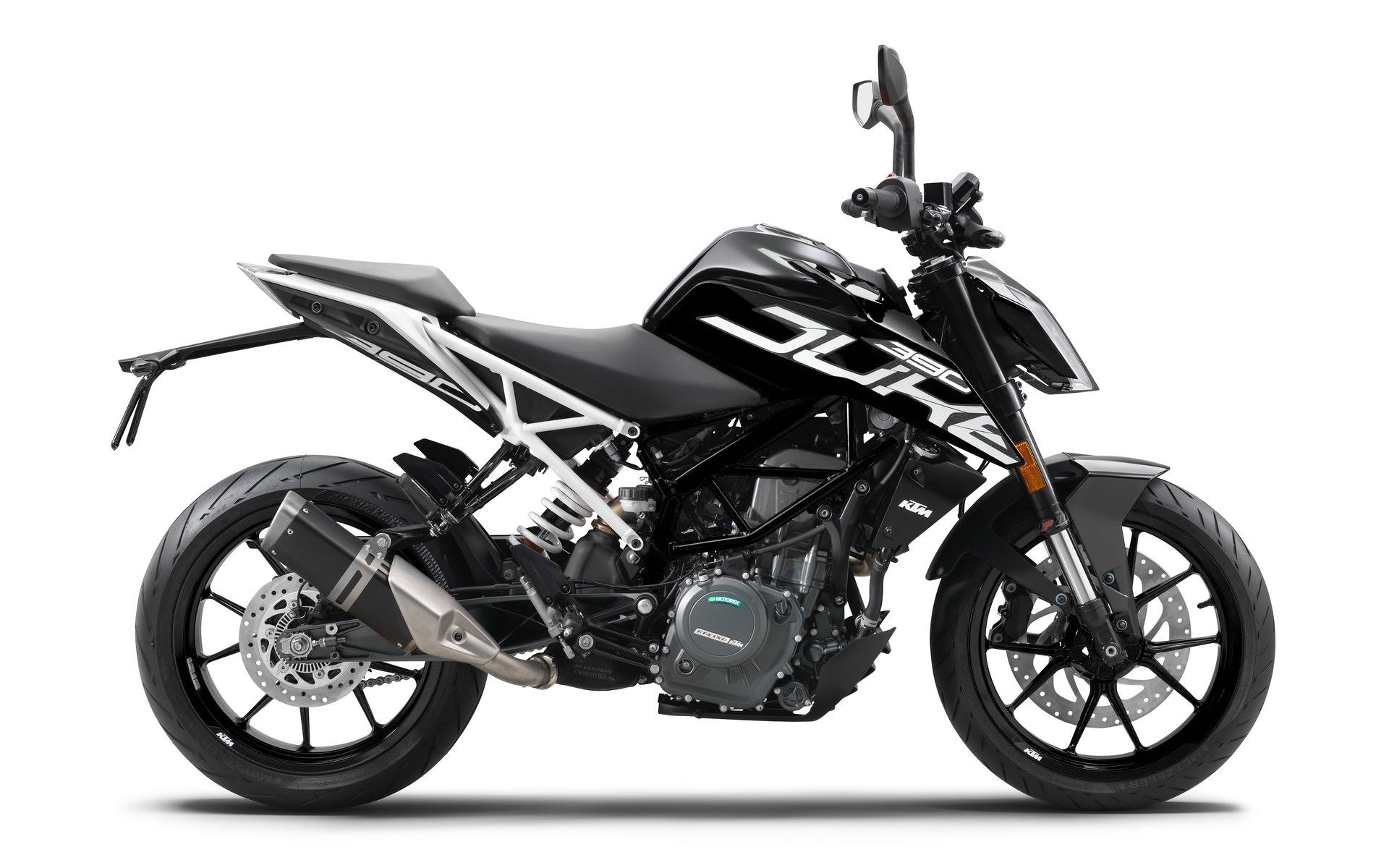 Who else would like the duke 390 in this black and white color scheme