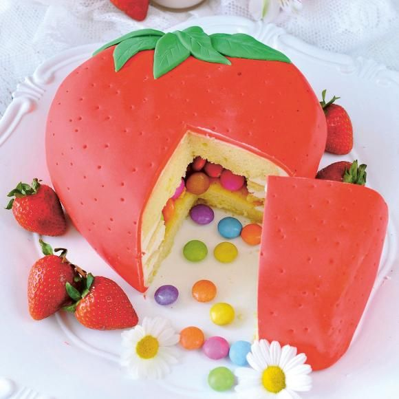 Photo of Erdbeer-Piñata-Torte Rezept