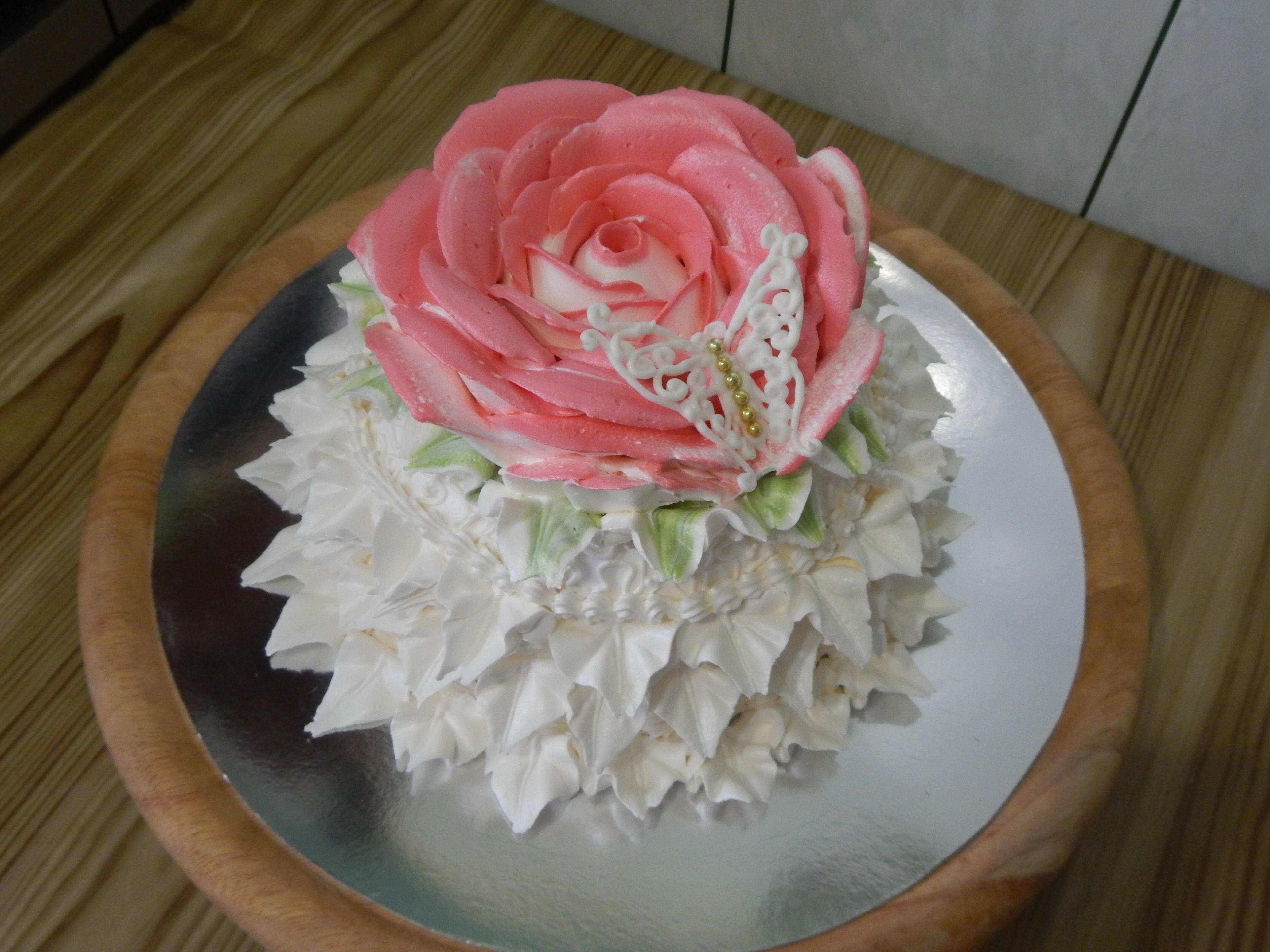 белковый крем цветы украшение торт фото высокая