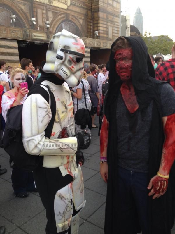 A Star Wars trooper and a Sith on Zombiewalk? Well....