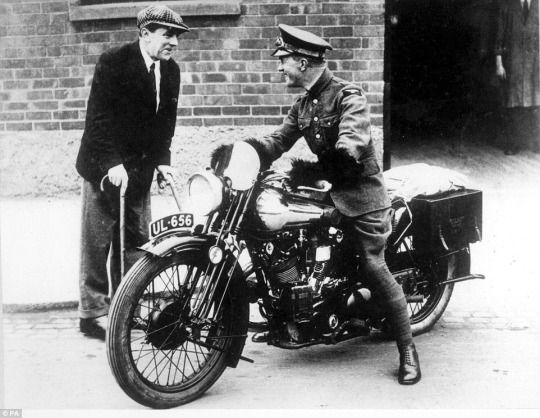 TE Lawrence on his Brough Superior talking with George Brough. He died from crashing his bike in 1935