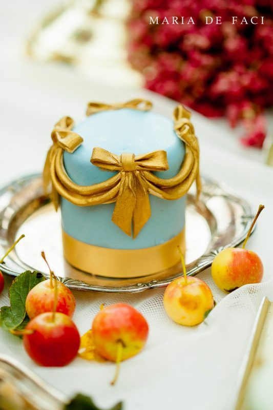 Miniature wedding cakes can accompany your main wedding cake or a ...