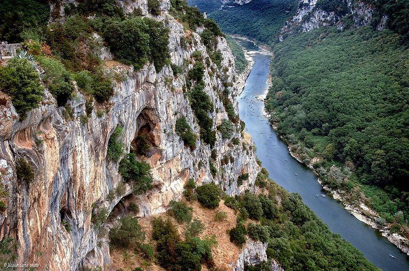 Belvédère de la Madeleine.  Route touristique des Gorges de l'Ardèche, .Saint-Remèze .