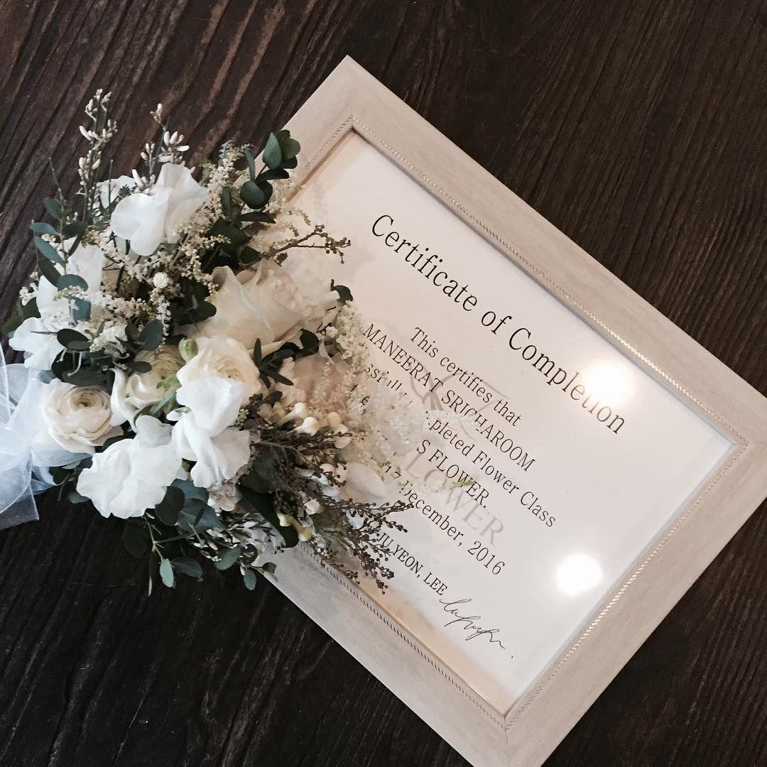 . . 멀리 더운나라 태국에서 추운 한국까지 수업 와주시구  레슨 하느라 고생많으셨어요 💕 . . Lesson Order 👉🏻Katalk ID vaness52 E-mail vanessflower@naver.com 📞070-7522-6813 . #vanessflower #flower #florist #flowershop #handtied #flowerlesson #flowerclass #플라워 #바네스플라워 #플라워카페 #플로리스트 #꽃다발 #부케 #원데이클래스 #플로리스트학원 #플라워레슨 #플라워아카데미 #꽃수업 #꽃주문 #花 #花艺师 #花卉研究者 #花店 #花艺