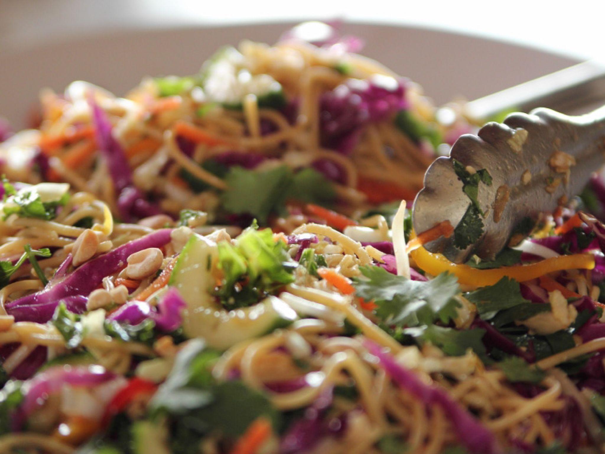 Asian noodle salad receta ensaladas hambre y comida forumfinder Choice Image
