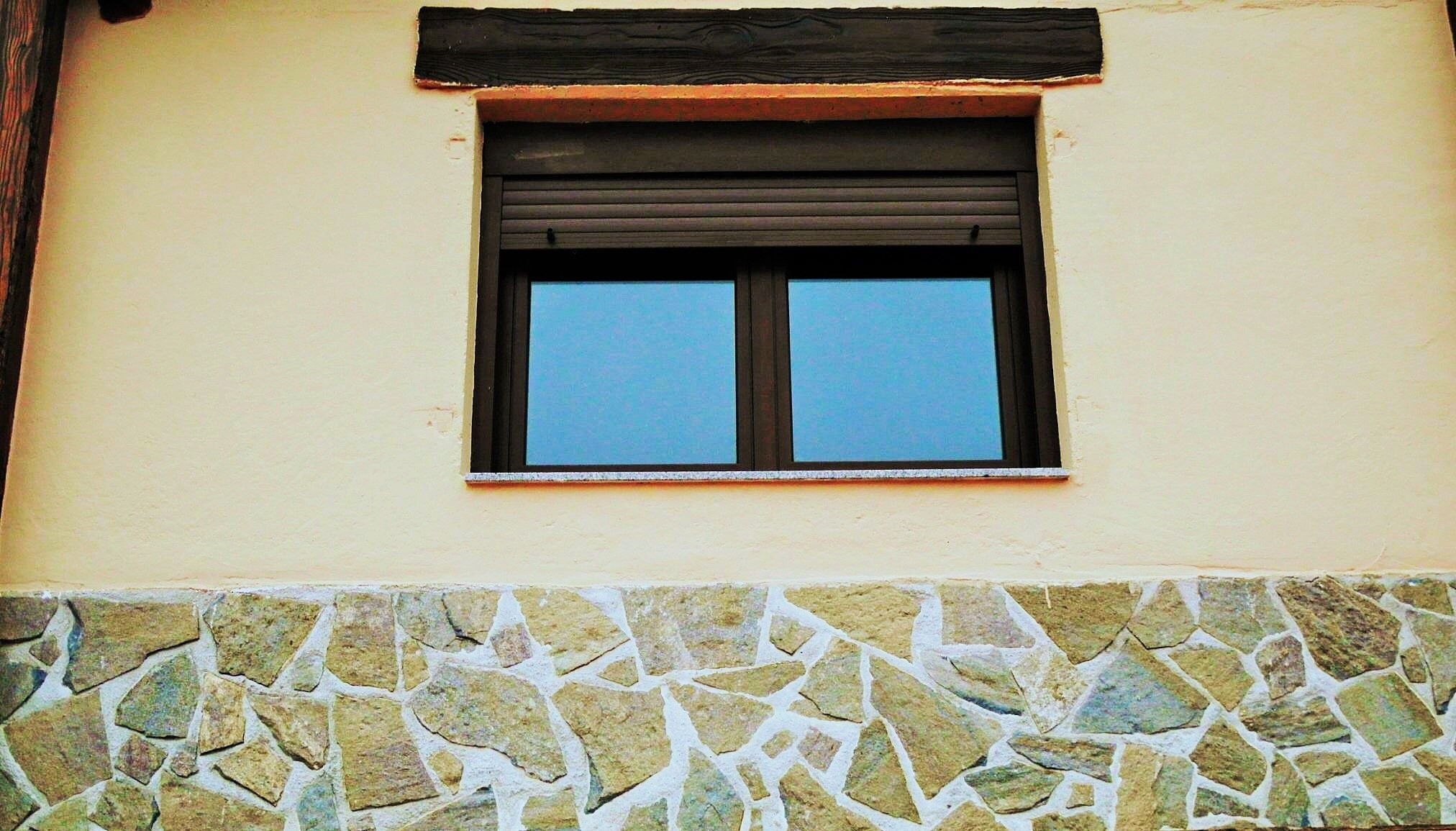 Acabado zocalo de piedra casa prefabricada www for Tipos de zocalos
