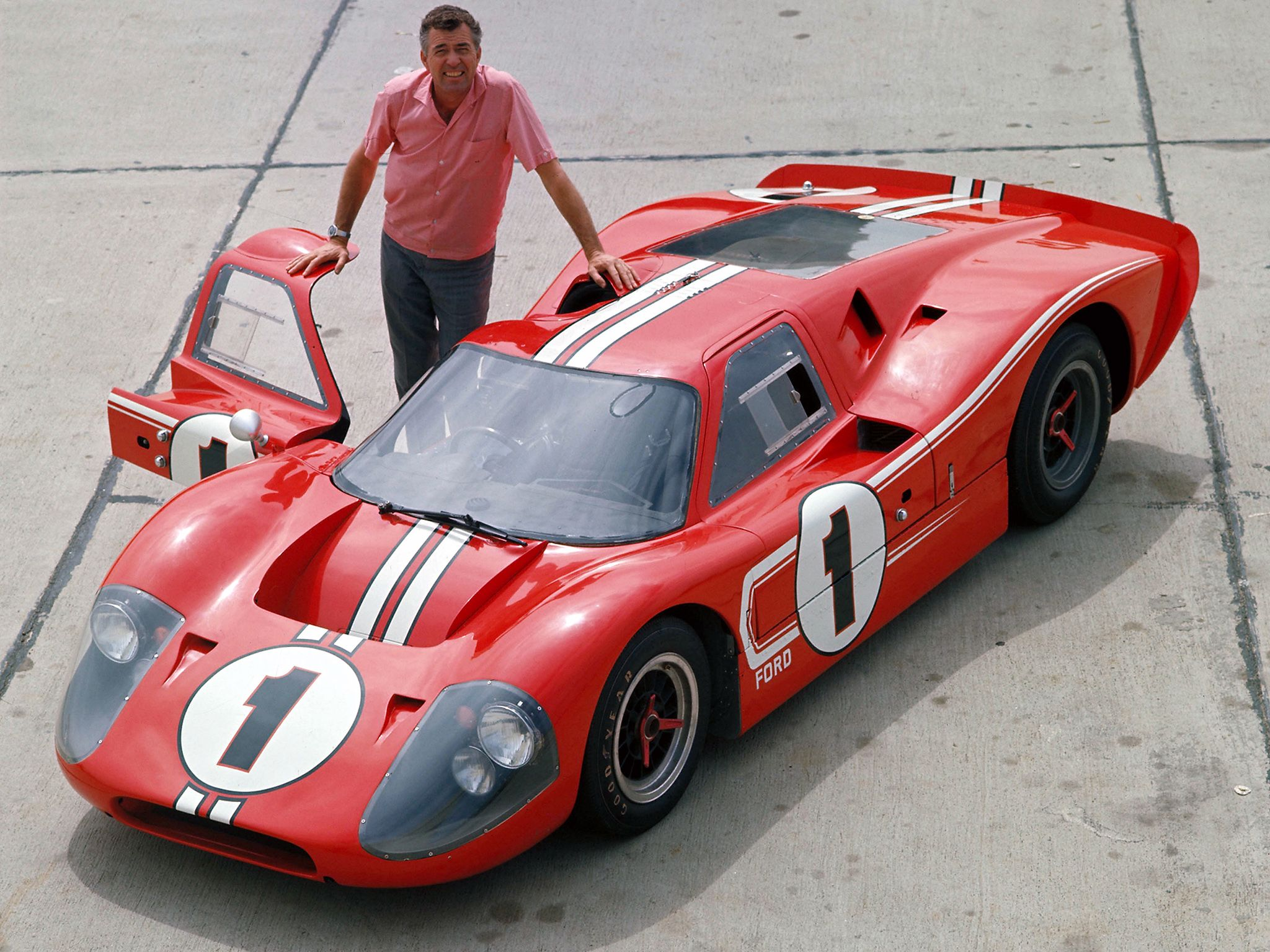 Carroll Shelby And The 1967 Le Mans Winning Ford Gt40 Mk Iv That He Ran As Team Owner For Dan Gurney And A J Foyt Ford Gt40 Carroll Shelby Ford Gt