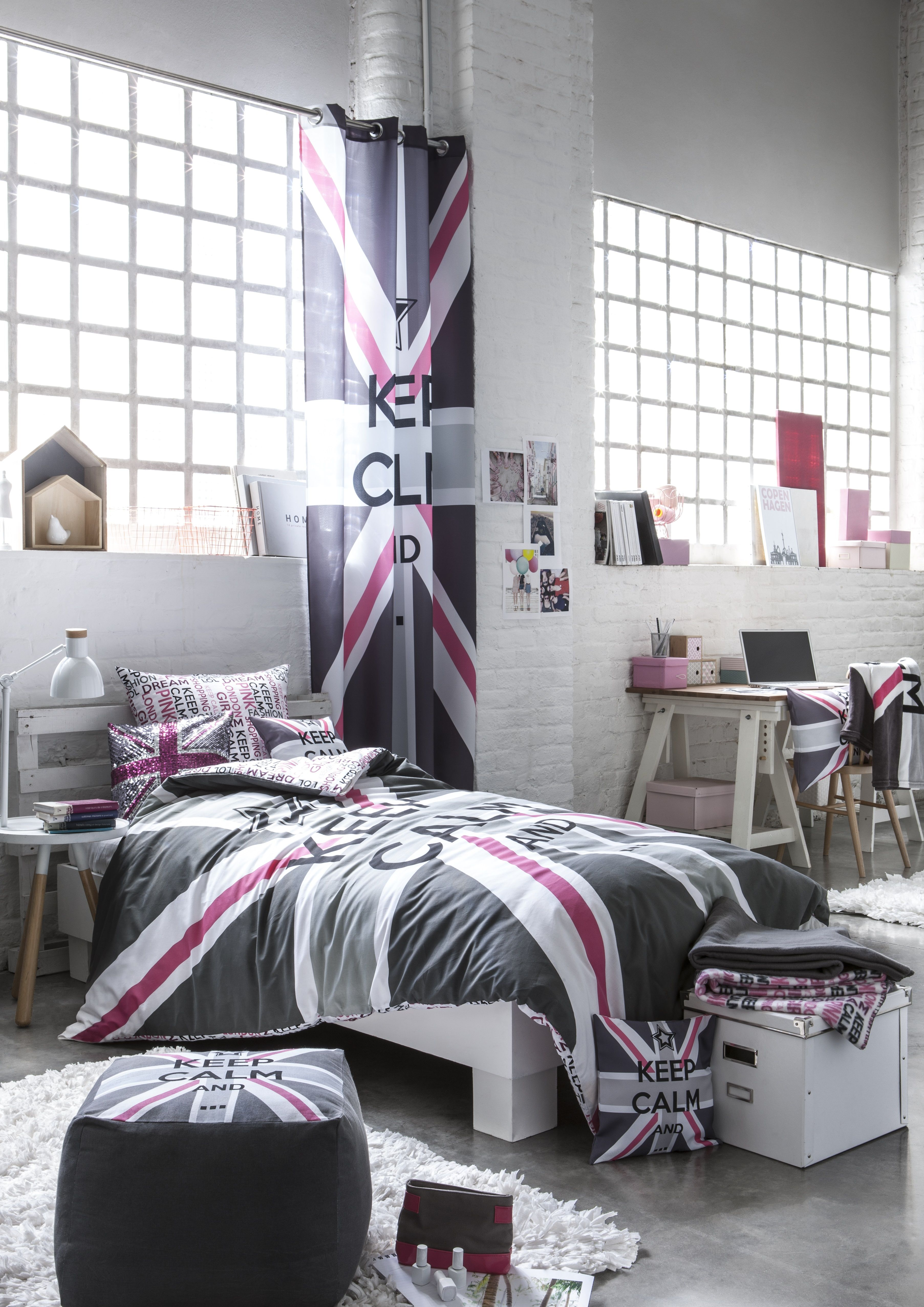 une ligne de produits keep calm l 39 image du drapeau anglais pour un int rieur maison. Black Bedroom Furniture Sets. Home Design Ideas