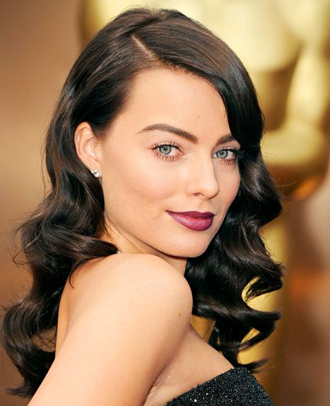 Margot Robbie Debuts Brunette Hair On Oscars Red Carpet Hollywood Hair Vintage Curls Brunette Hair Color