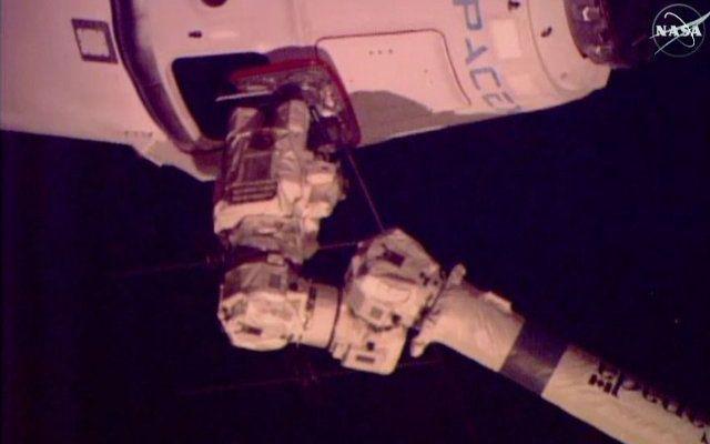 La navicella spaziale Dragon di SpaceX ha raggiunto la Stazione Spaziale Internazionale nella missione CRS-6 #missionispaziali