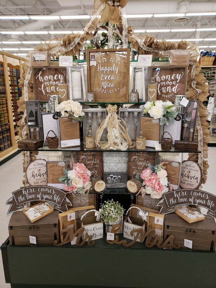 Wedding Table Spring 2020 In 2020 Hobby Lobby Furniture Diy Wedding Decorations Rehearsal Dinner Decorations