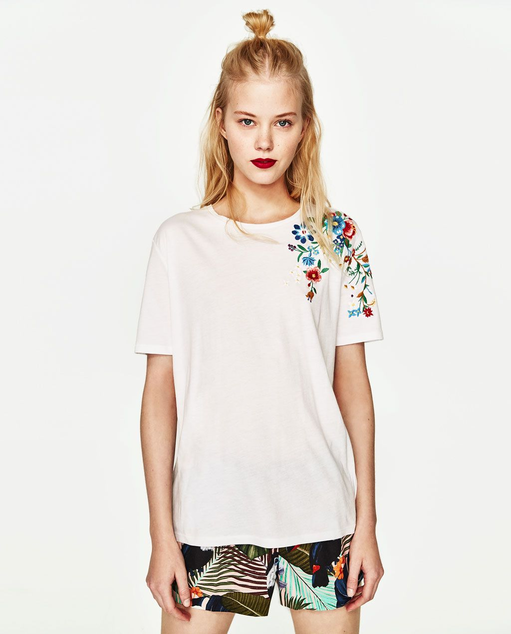 T shirt with embroidered shoulder new in trf zara united