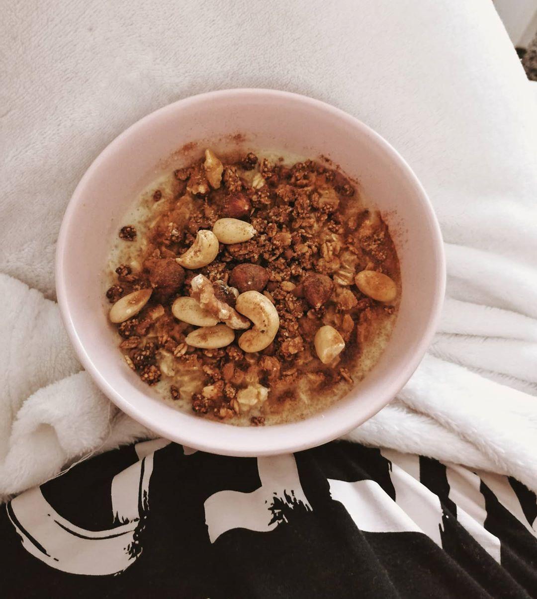 Guten Morgen  wie immer, gibt es mein geliebtes Porridge  heute wird den ganzen - Guten Morgen 🤓💗 wi...