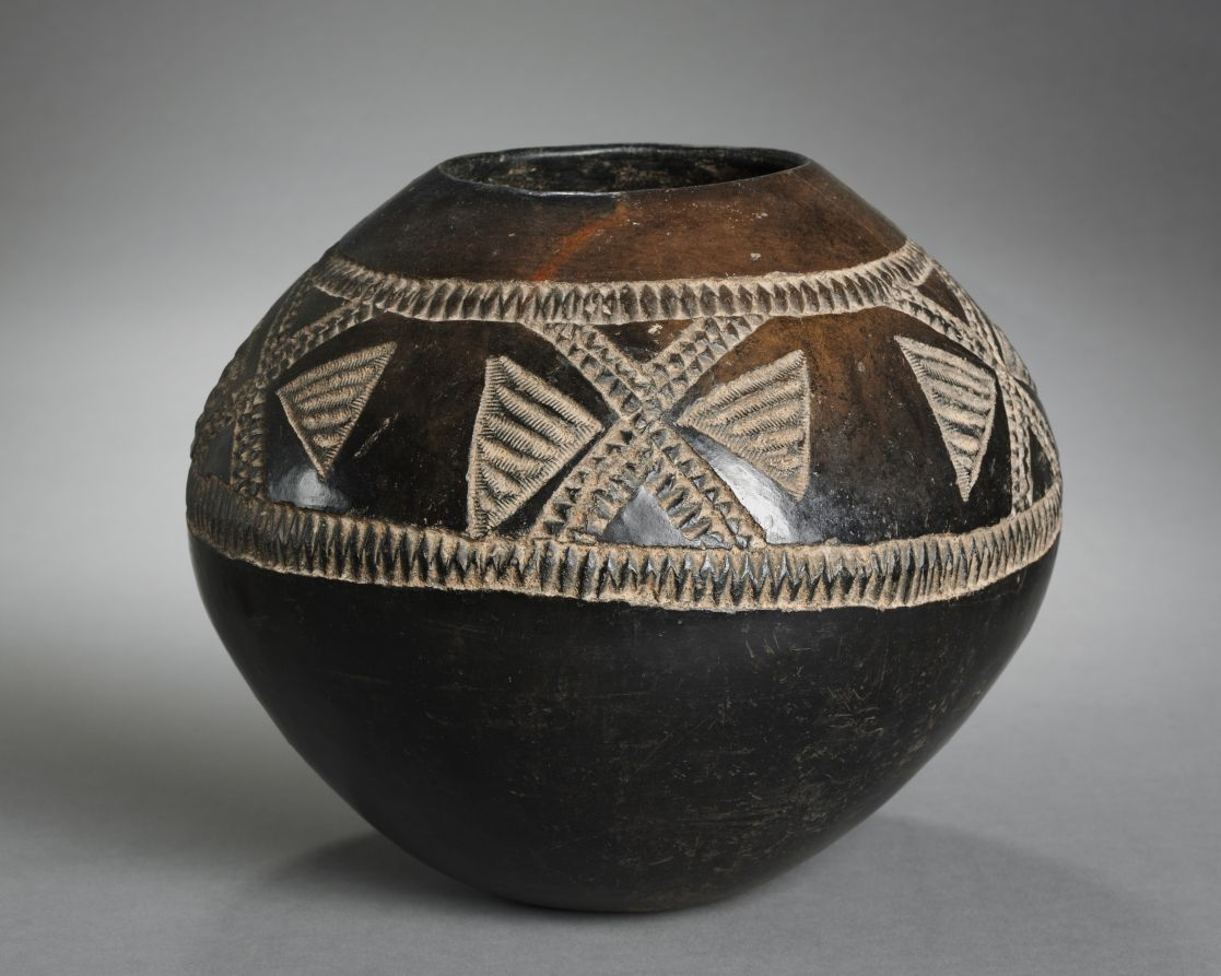 Pot, 1900s Southern Africa, South Africa, Zulu pottery, Overall - h:26.70 w:25.40 cm