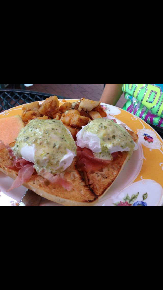 Eggs benedict - sven vik