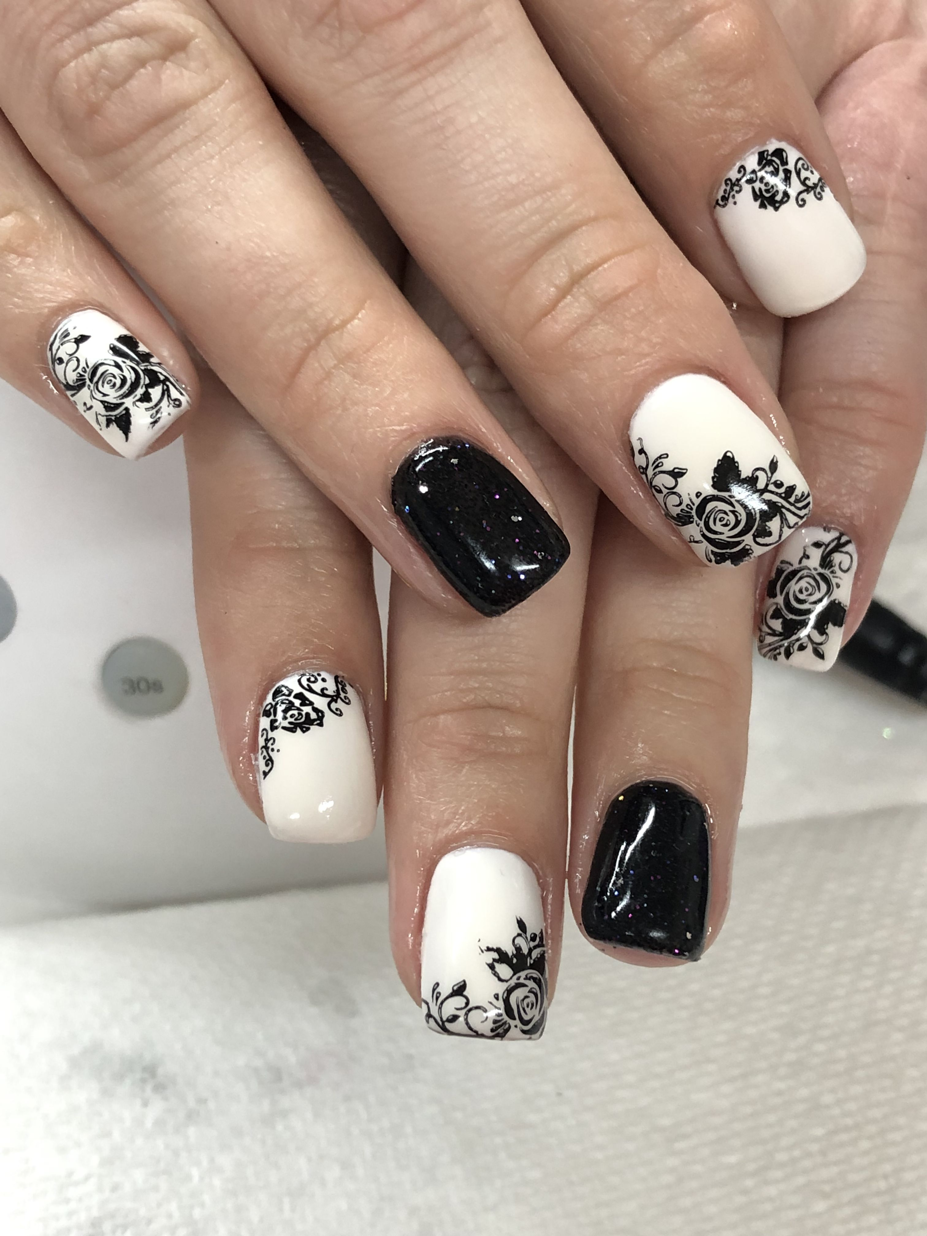 Black And White Off White Rose Gel Nails With Images Gel