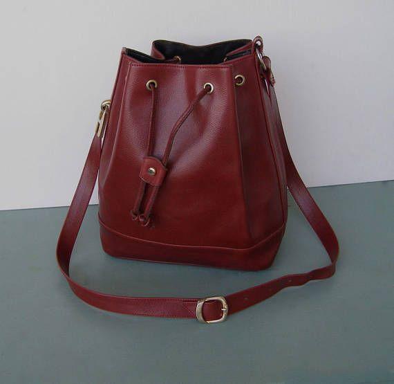 2bd4c6c647 Sac seau vintage en cuir rouge bordeaux/sac 80s en cuir ...