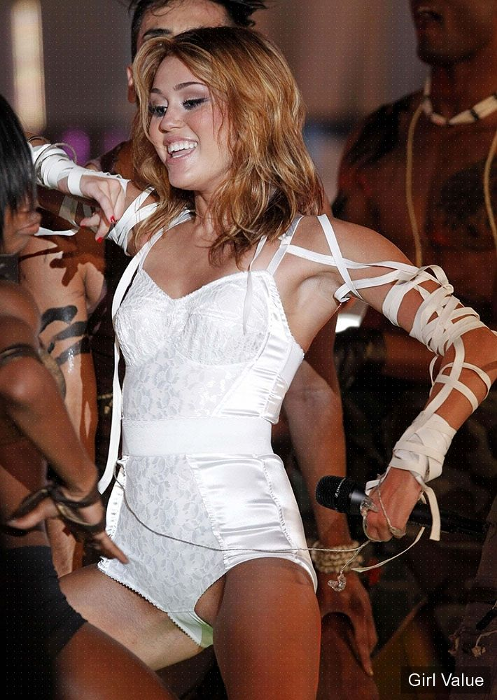 Miley Cyrus - Live - Muchmusic Video Awards - Party In The USA