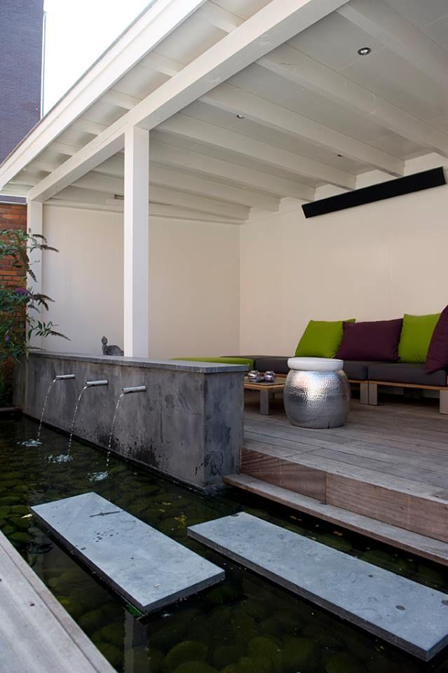 Moderne veranda van hout met loungeset, trap en hekwerk www - cuisine dans veranda photo