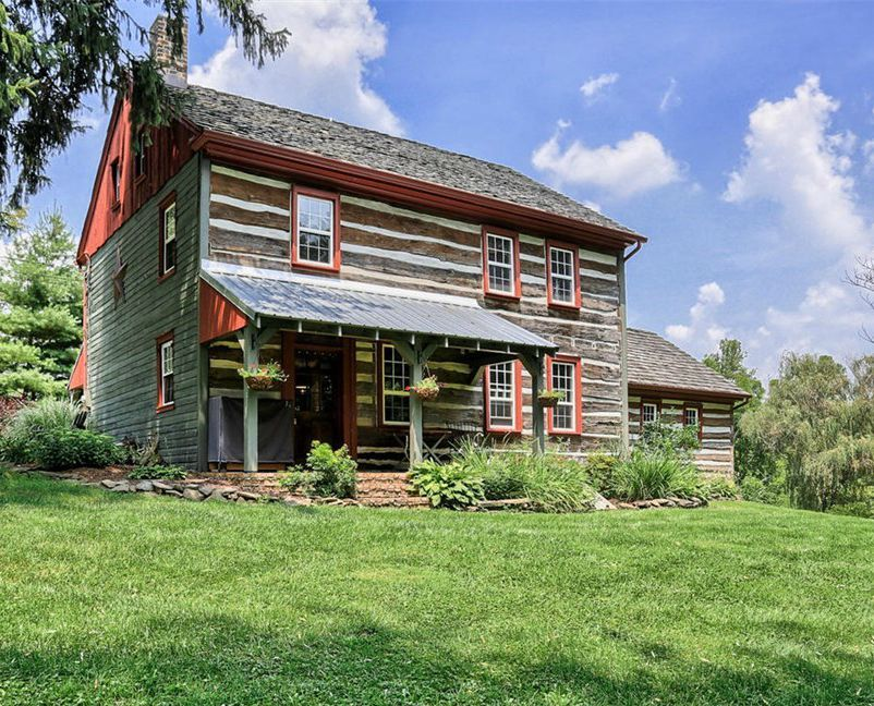 House Tour: An Updated Log Cabin in Pennsylvania | Cabins