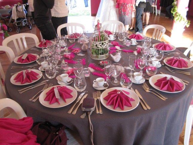 Le mariage cr atif de katy en gris et fuchsia avec des oiseaux des fanions - Idee deco table mariage ...