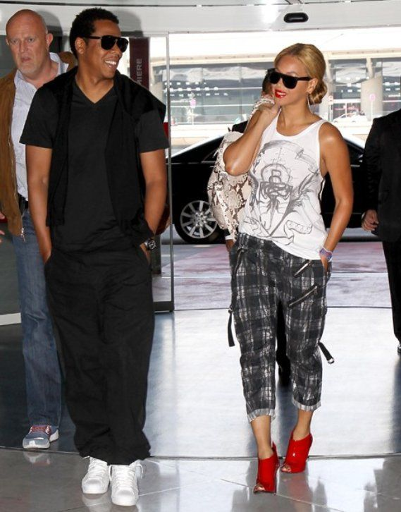 Beyonce takes a romantic stroll with husband Jay-Z in ...
