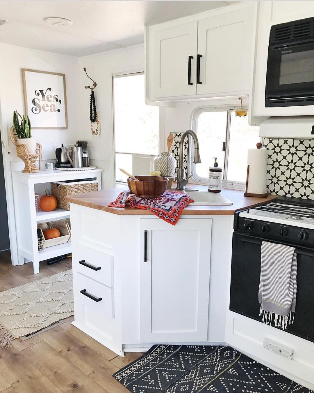 30 Designs Perfect for Your Small Kitchen   Cool kitchens ...