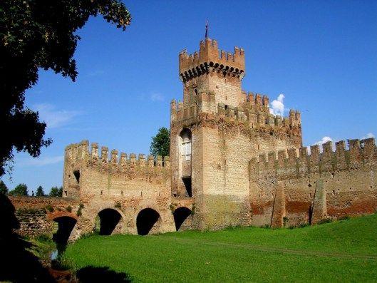 Castel San Zeno diMontagnana - Veneto, Italia. 45°14′00″N 11°27′00″E