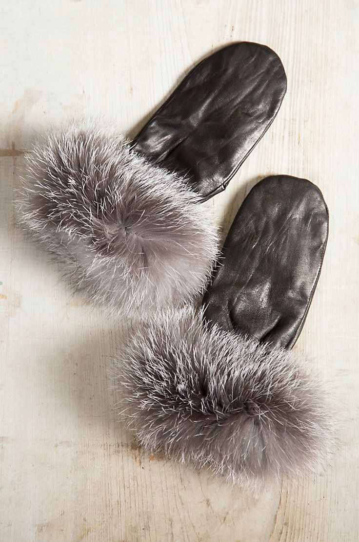 Womens leather gloves thinsulate lining - Fashioned In Soft Napa Lambskin Leather With Thinsulate Lining These Luxurious Gloves Are Lavished At