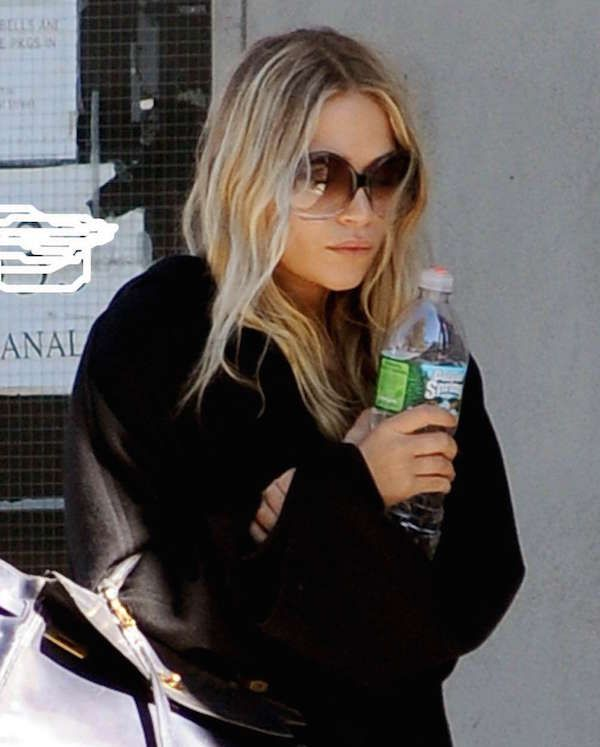 An easy casual look from Mary-Kate Olsen to try this season. #style #fashion #olsentwins
