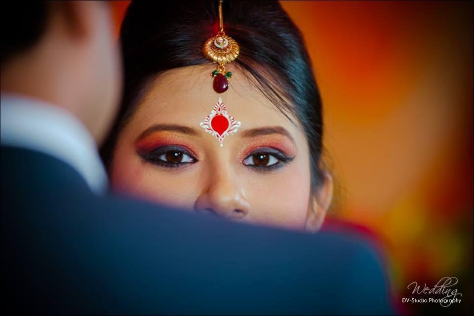 Bengali Bride Indian Bride Chandan Design Bengali Bride Bride Photoshoot Bengali Wedding