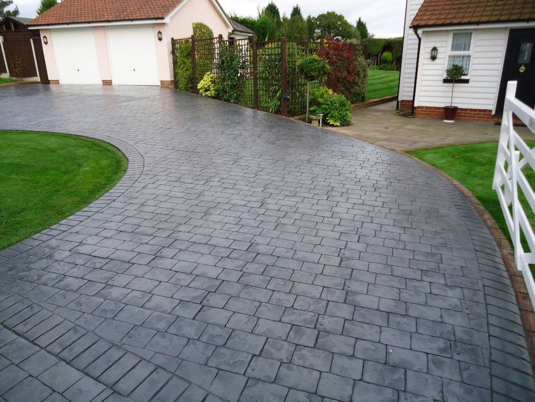 This Is A Printed Concrete Driveway It Lasts Between 4 10 Years Whereas A Concrete Imprinted Concrete Driveway Stamped Concrete Driveway Driveway Landscaping