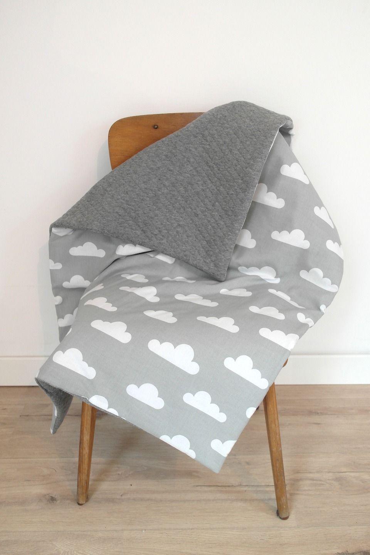 Grande couverture bébé de style Scandinave avec motifs nuages, de la  douceur, beaucoup de bonheur !   Linge de lit enfants par  3-pommes-dans-un-panier 0a42e954984