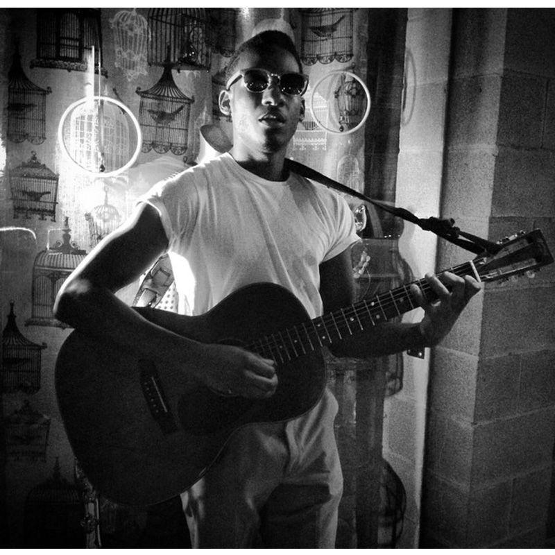 River Leon Bridges On Guitar