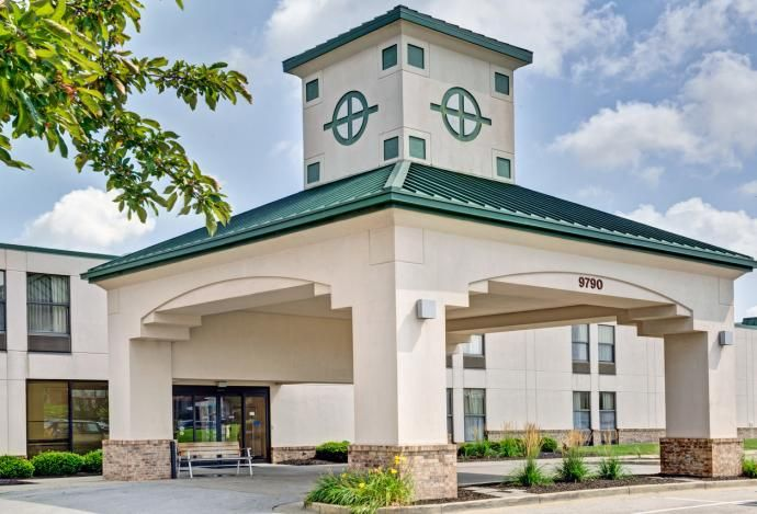 Baymont Inn And Suites In Fishers Has 140 Guestrooms Including 24 Suites With Jacuzzi Tubs Your Stay Includes A F Jacuzzi Tub Indianapolis Hotels Best Western