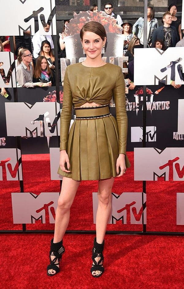 Shailene Woodley looked chic at MTV Movie Awards 2014.