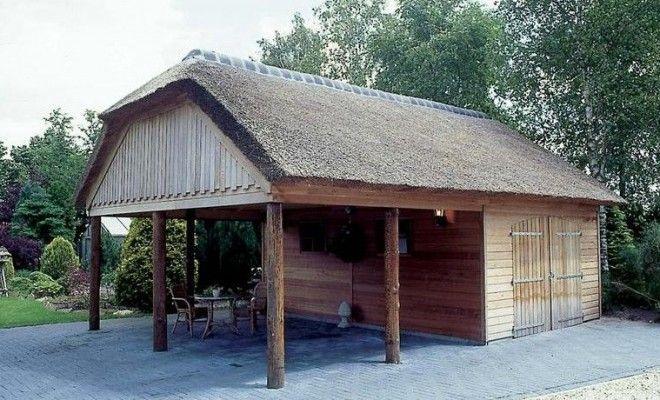Poolhouse annex garage - dan wel een dubbele garage en misschien een kant dichtmaken met glas tegen de wind