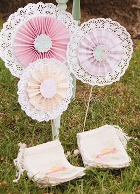 Such A Cute Craft Idea Made With Paper Doilies Doilies Crafts