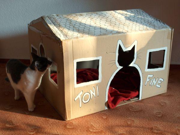 diy katzenhaus aus einem alten karton mithilfe eines cutters und ein wenig farbe karton. Black Bedroom Furniture Sets. Home Design Ideas