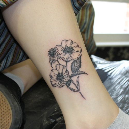 simple flower tattoo tumblr - Google Search | tattoos | Pinterest | Simple flower tattoo, Flower
