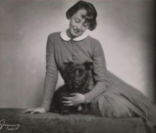 Mein Hündlein, mein Schnautzie ach wie Geil..… My x style-puppy love… Wien, Vienna, Wenen 1920′s