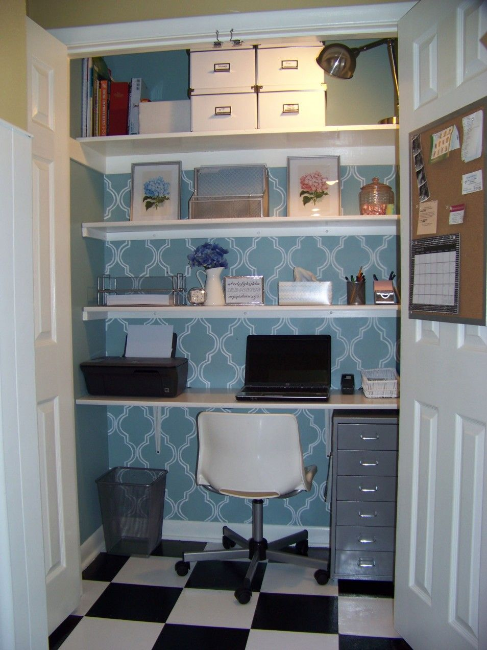 Turn a small space into a home office Home Offices Pinterest