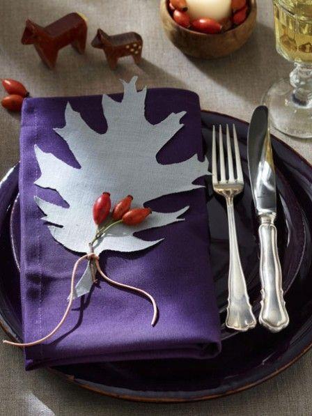 Herbstliche Tischdeko in Blau, Rot und Braun #herbstlichetischdeko