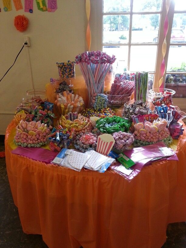 Luv my cuzzin\'s candy table @ her open house!   Sweet Tooth ...