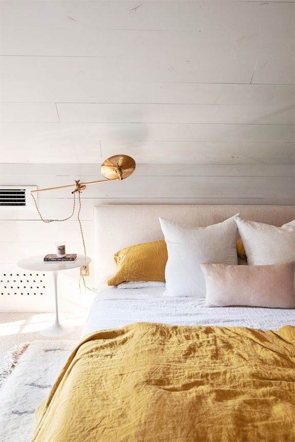 Farbliche WG Zimmer Inspiration: Weiß, Rosé, Gold. #einrichtung #wgzimmer # Einrichten #ideen #kleines #color #interior